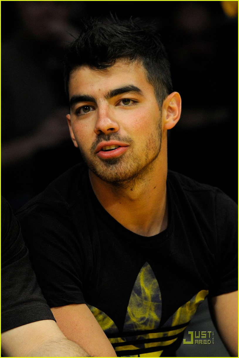 joe jonas lakers game 04