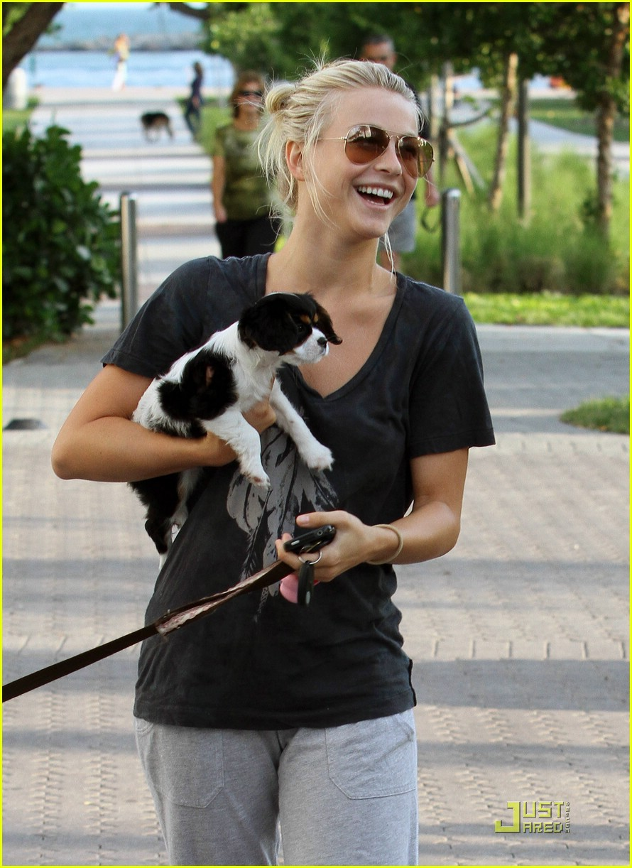 julianne hough run miami 04