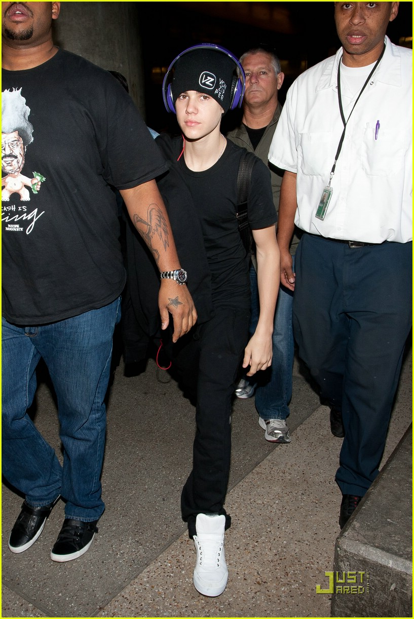 justin bieber lax arrival 01