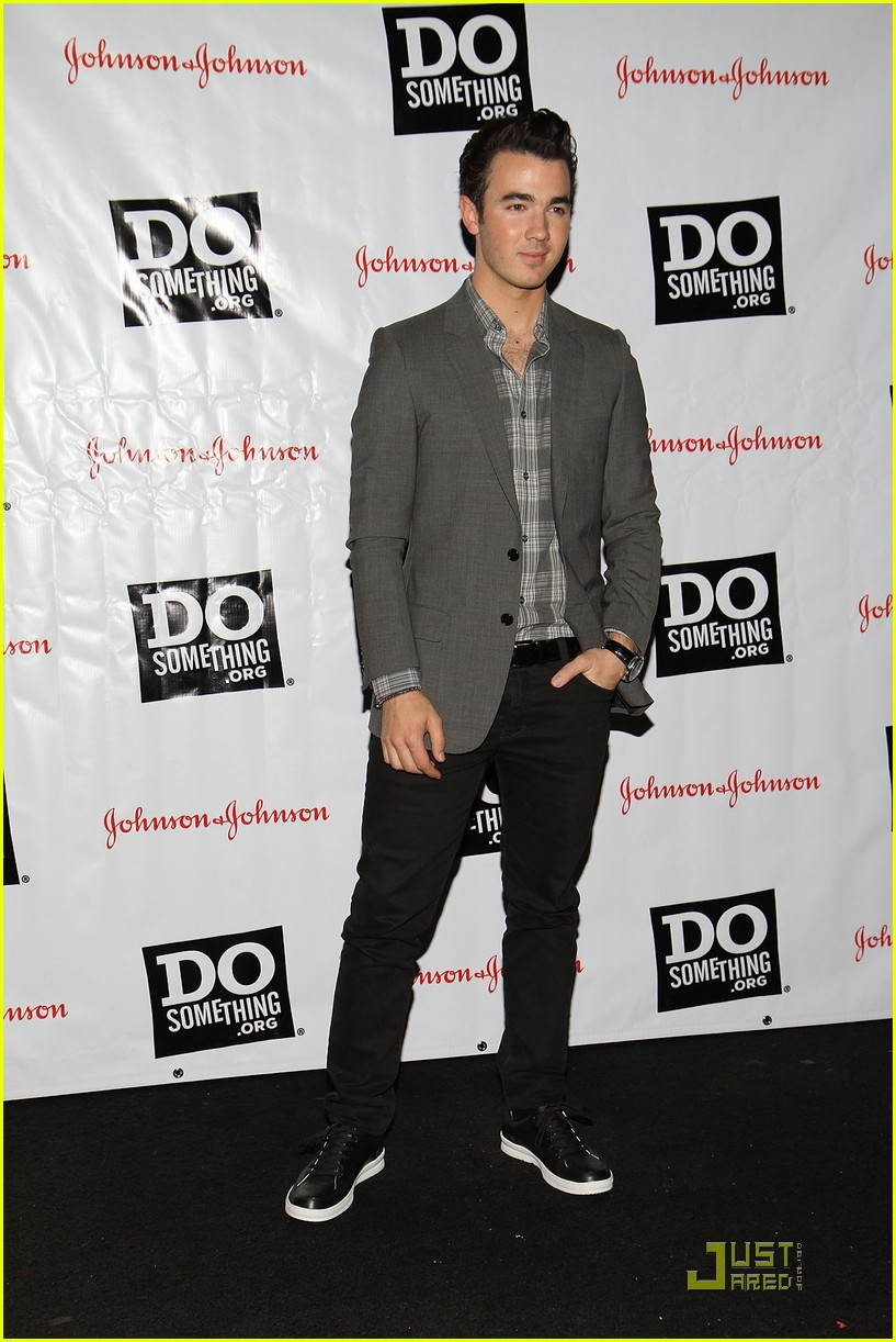 kevin danielle jonas do something 08