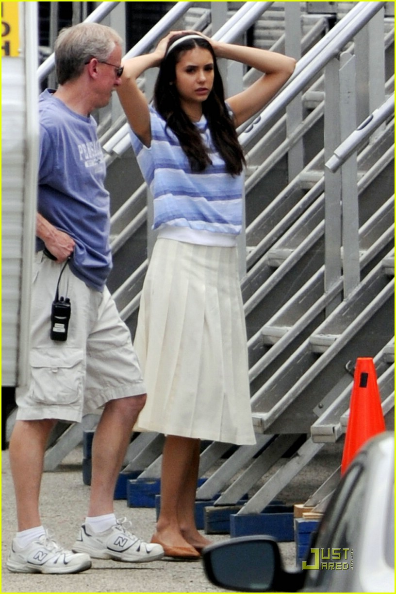 nina dobrev perks set 01