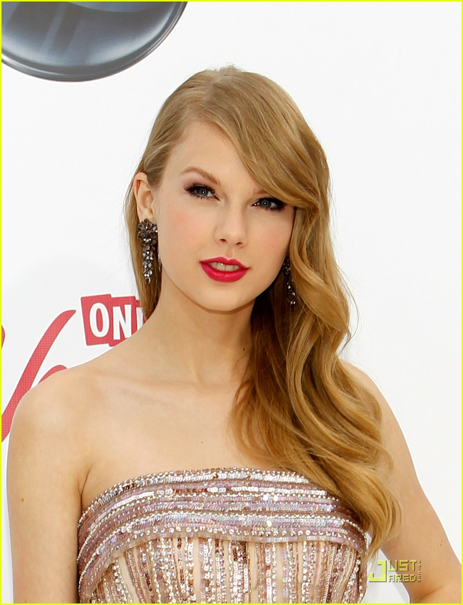 taylor swift billboard awards 14