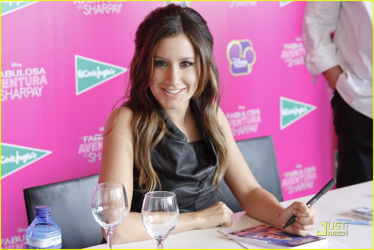ashley tisdale sharpay signing 03