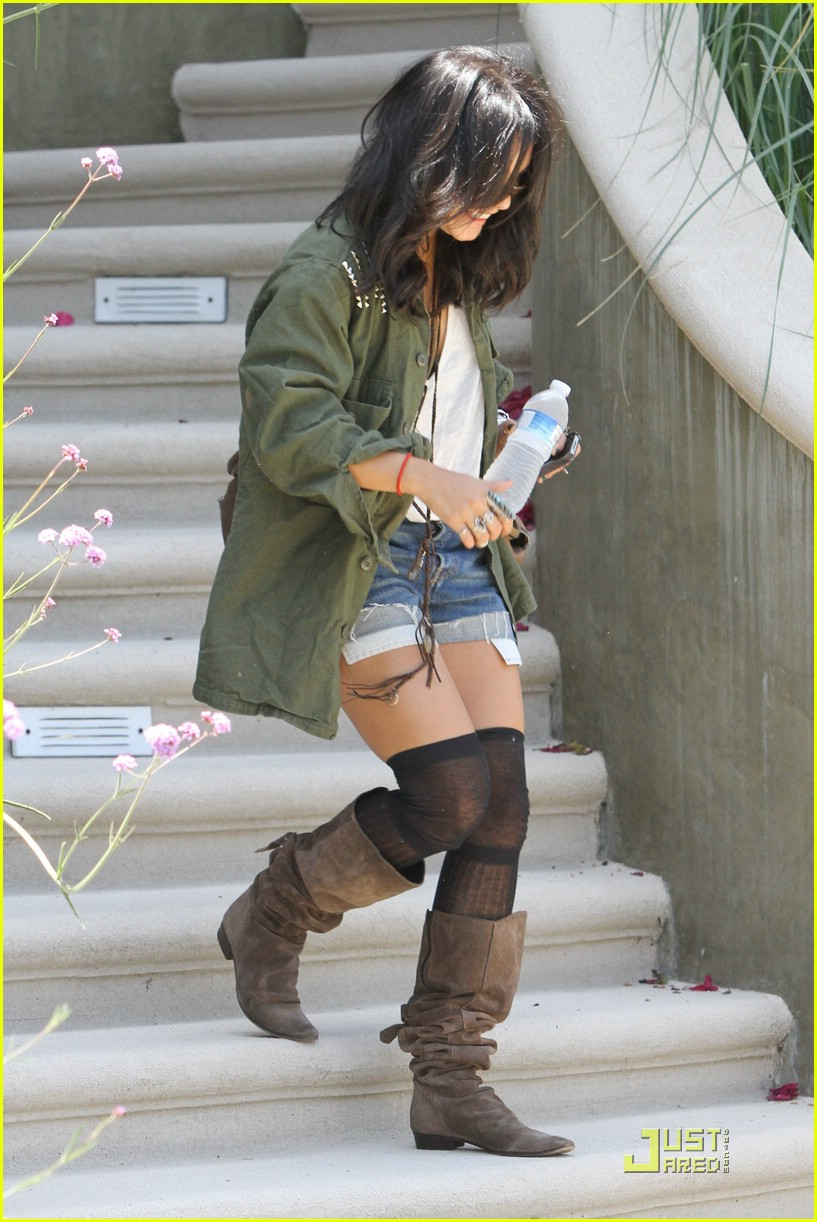 vanessa hudgens lunch lax 02