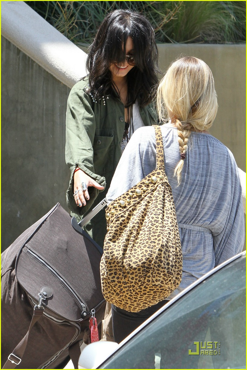 vanessa hudgens lunch lax 25