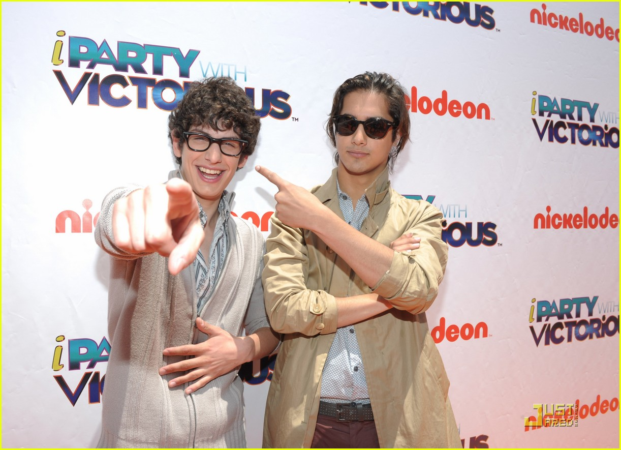avan jogia leon thomas party 02