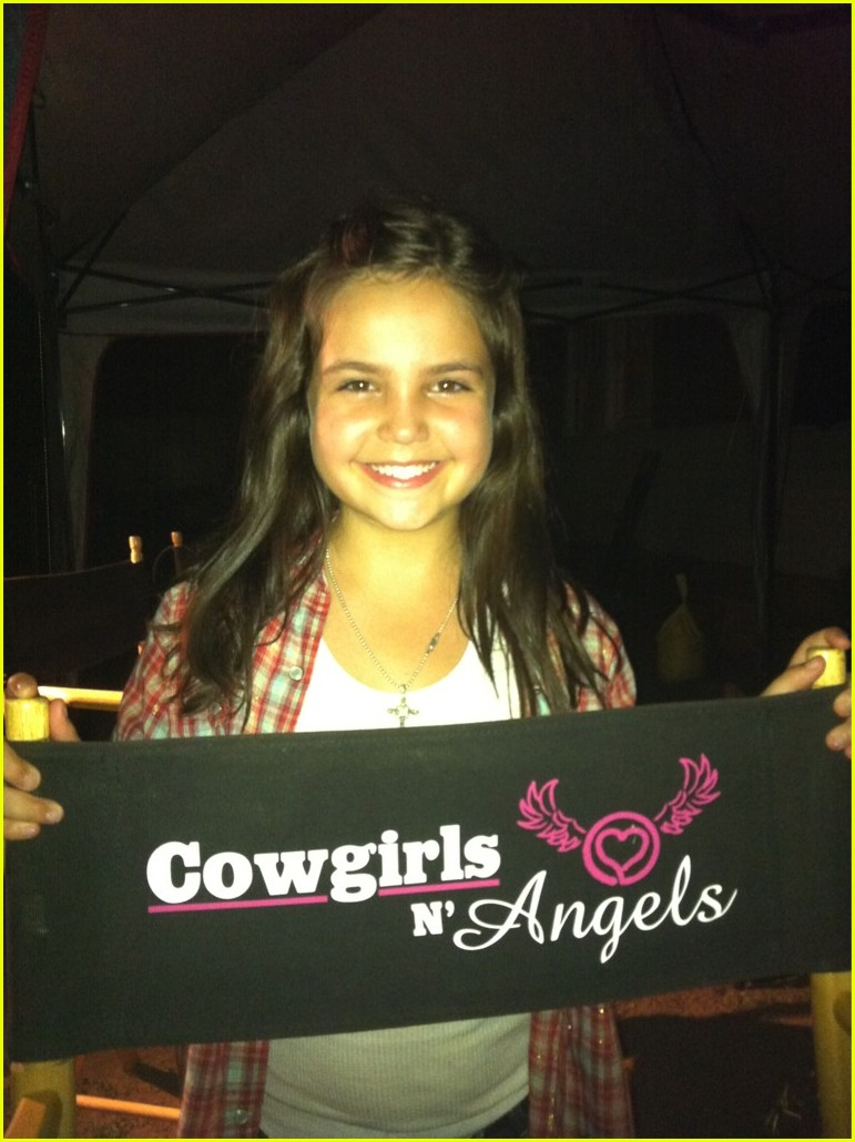 bailee madison cowgirls angels wrap 07
