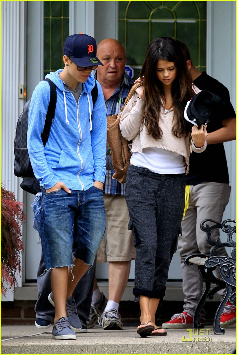 selena gomez justin bieber grandparents houset 03
