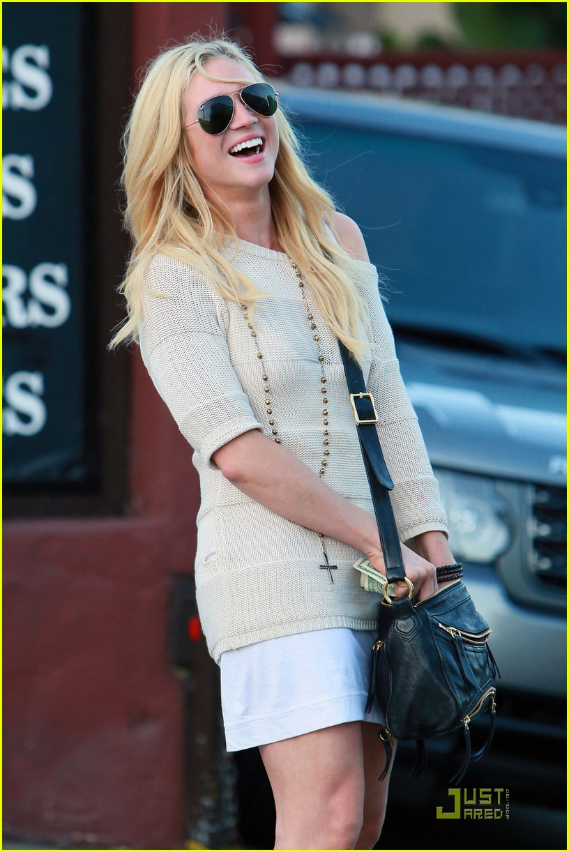 brittany snow dance harrys law 01