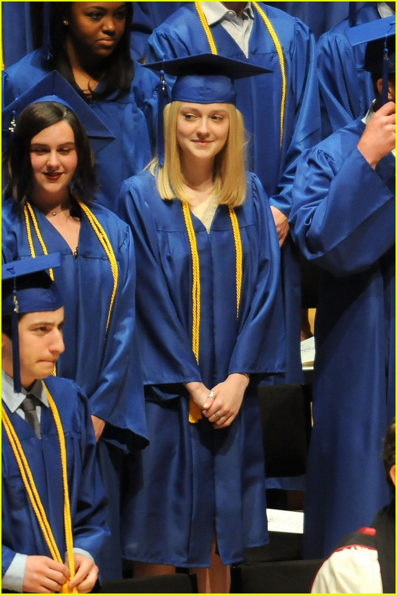 dakota fanning graduation 04