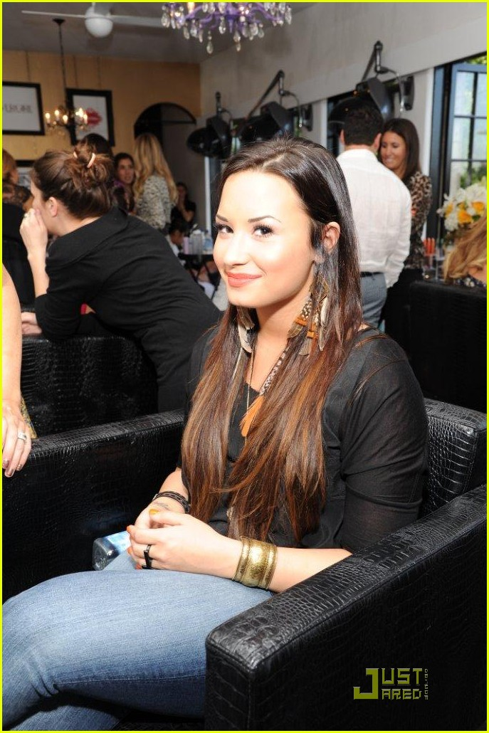 demi lovato party covergirl 03