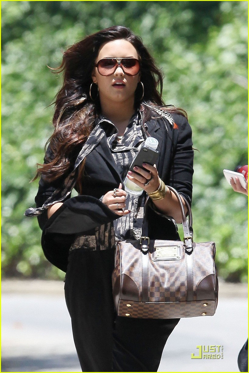 demi lovato lunchtime lady 03