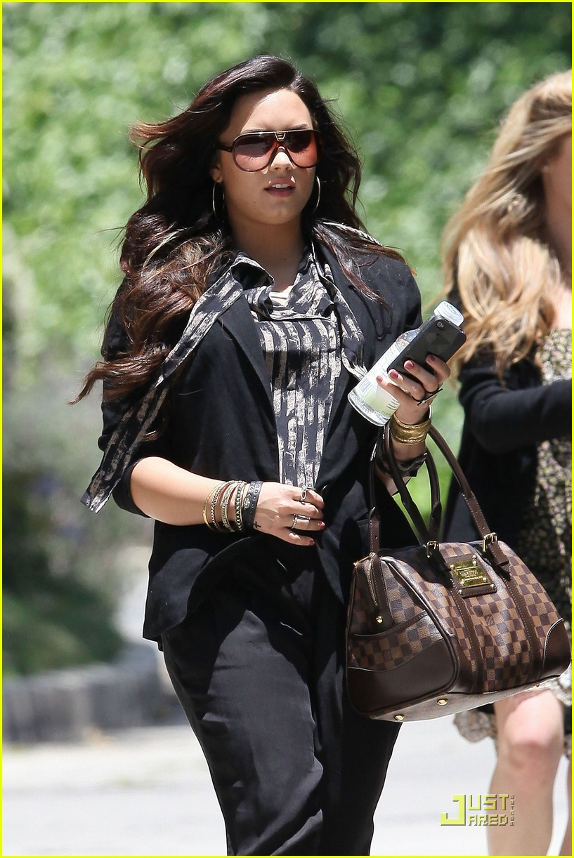 demi lovato lunchtime lady 08