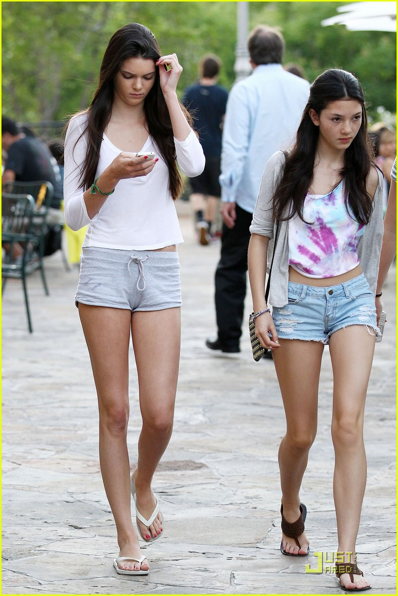 kendall kylie jenner phones 08