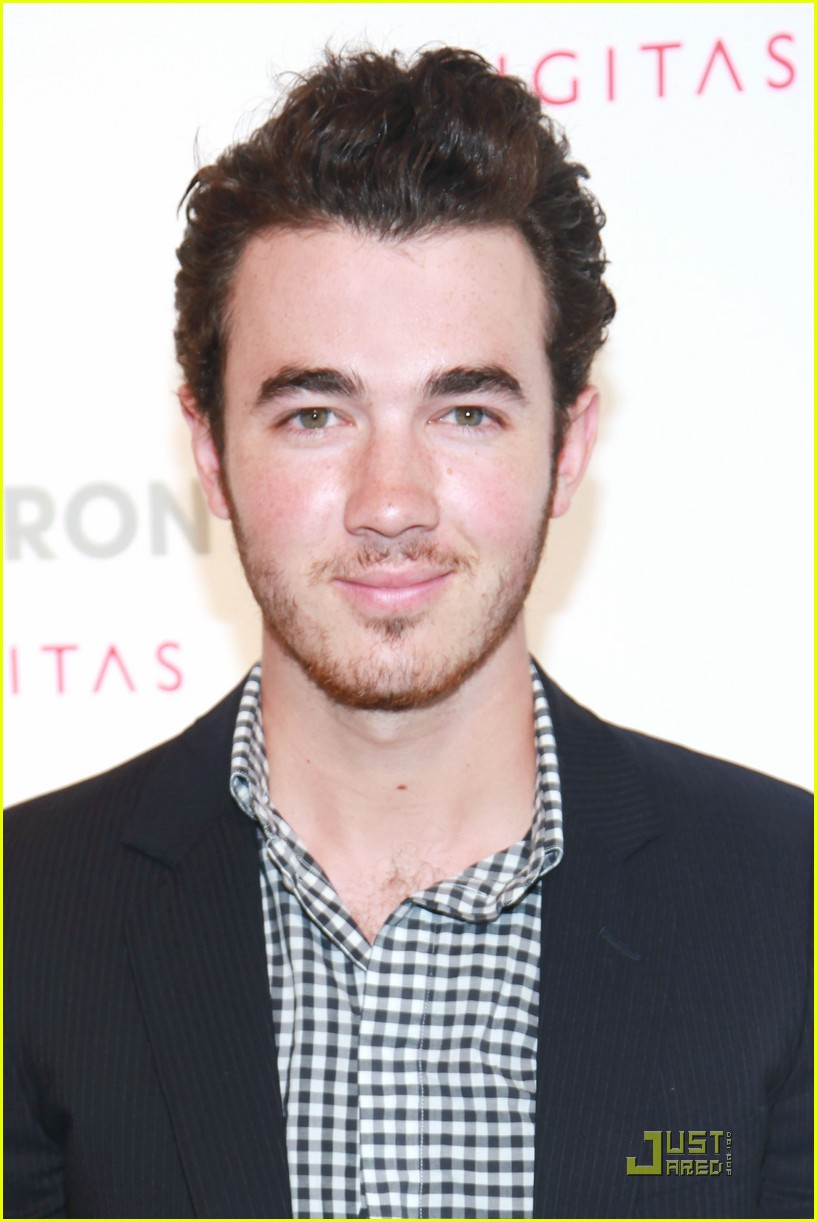 kevin jonas danielle newfront 02