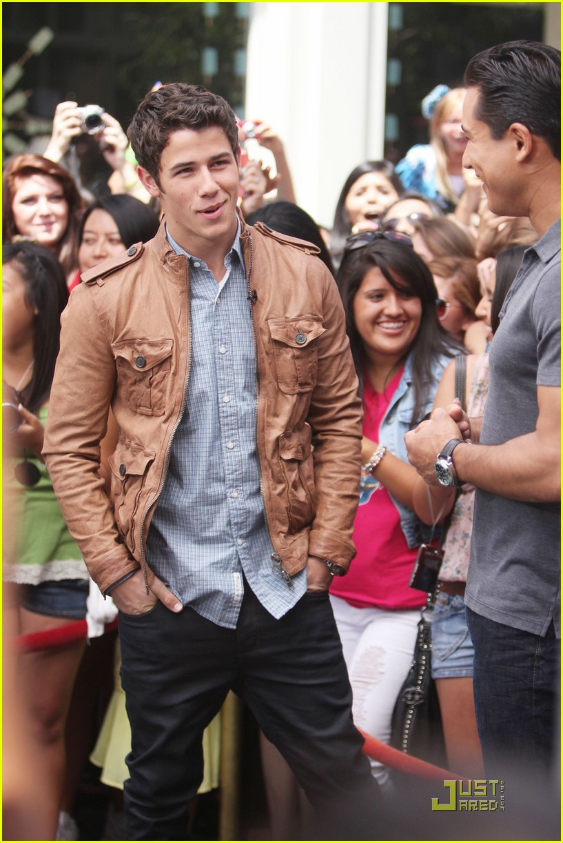nick jonas grove guy 01