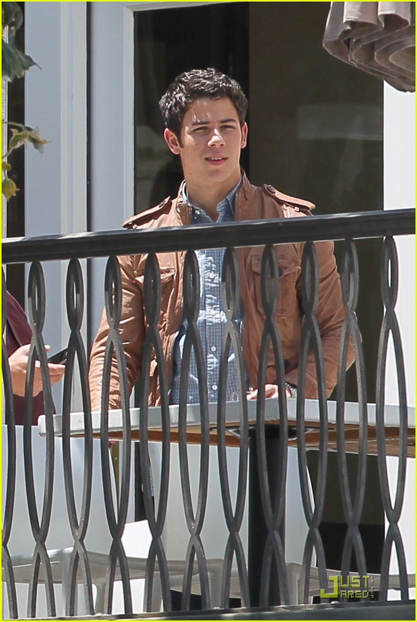 nick jonas grove guy 05