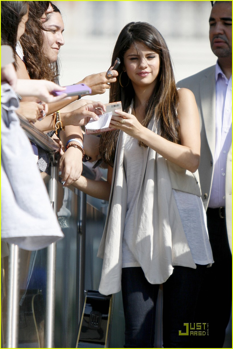 selena gomez victory texas 10