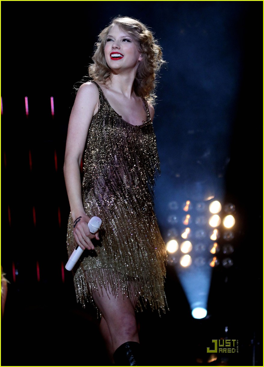 taylor swift cmt music fest 12