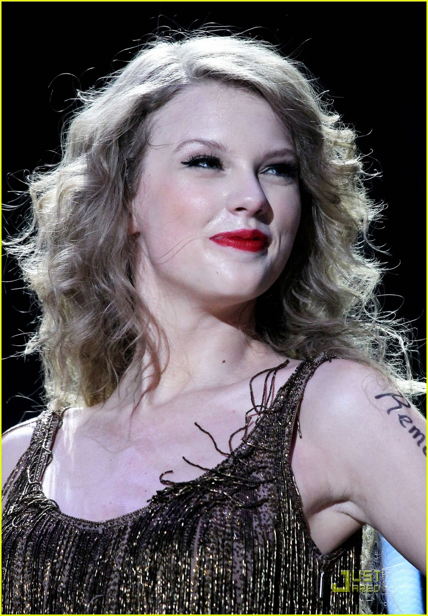taylor swift cmt music fest 21