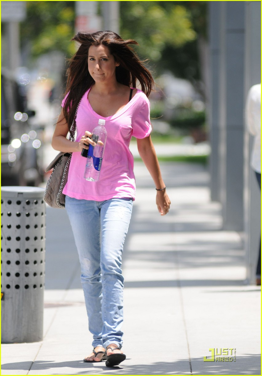 ashley tisdale hot pink 01