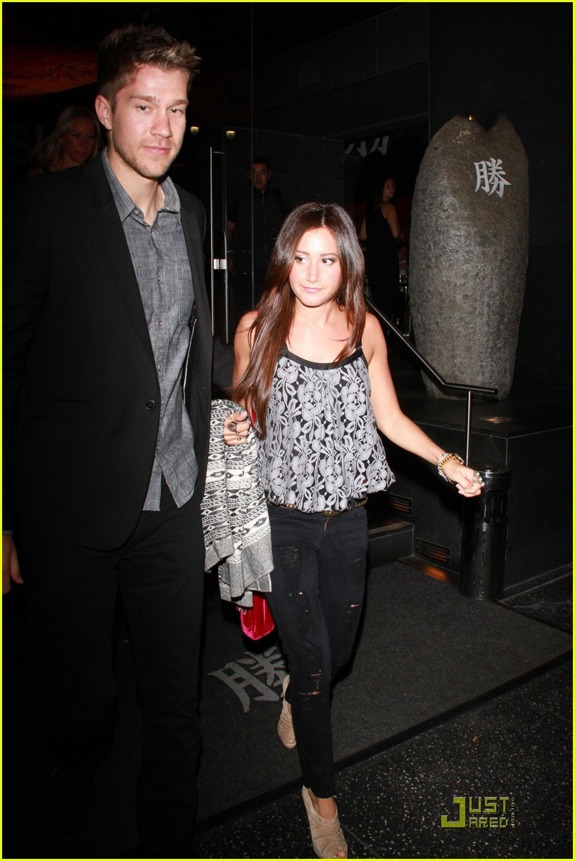 ashley tisdale scott speer dinner 02