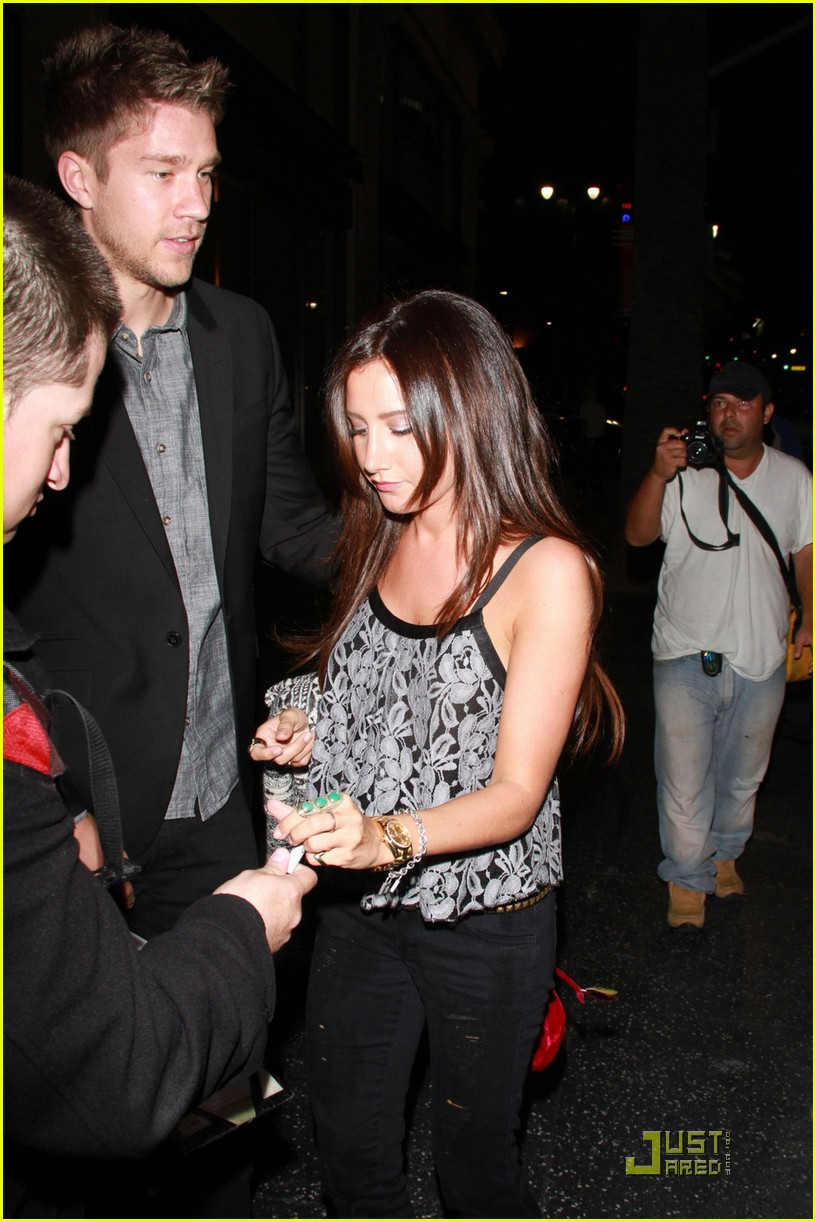 ashley tisdale scott speer dinner 03