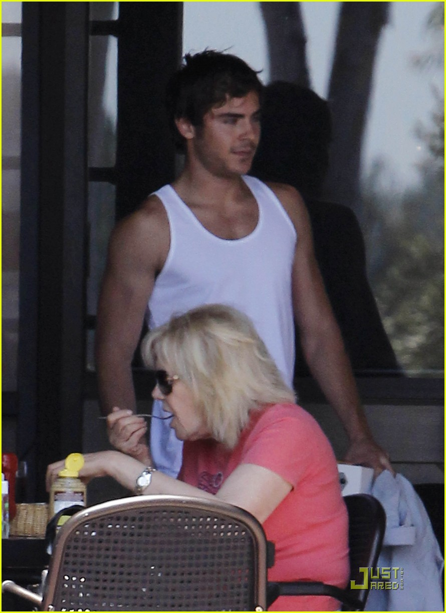 zac efron lunch fans 01