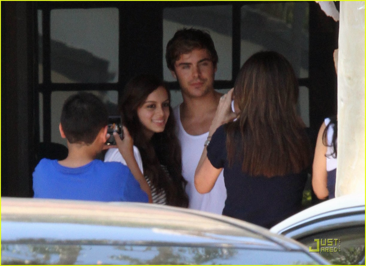 zac efron lunch fans 09