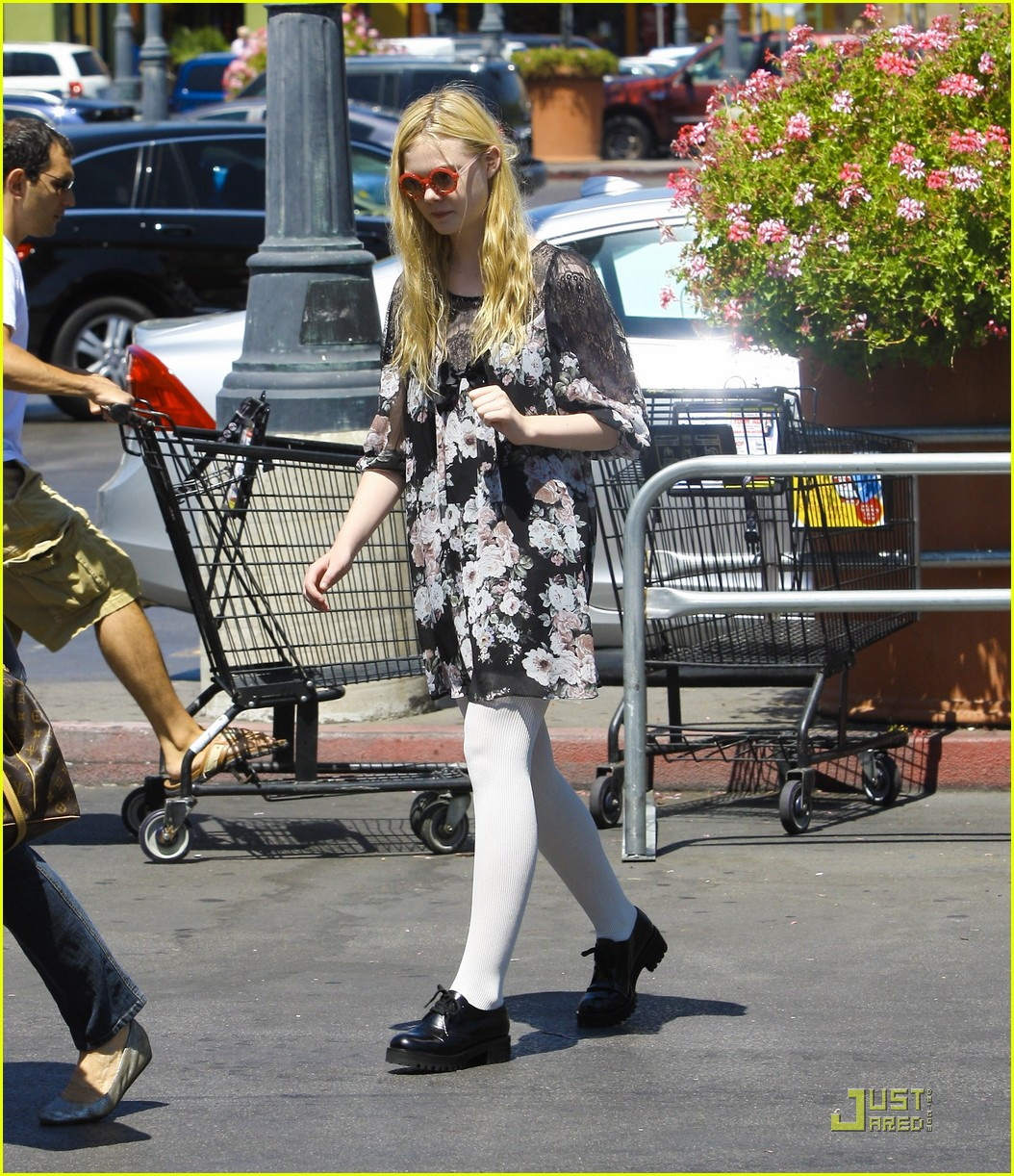 elle fanning red glasses 13