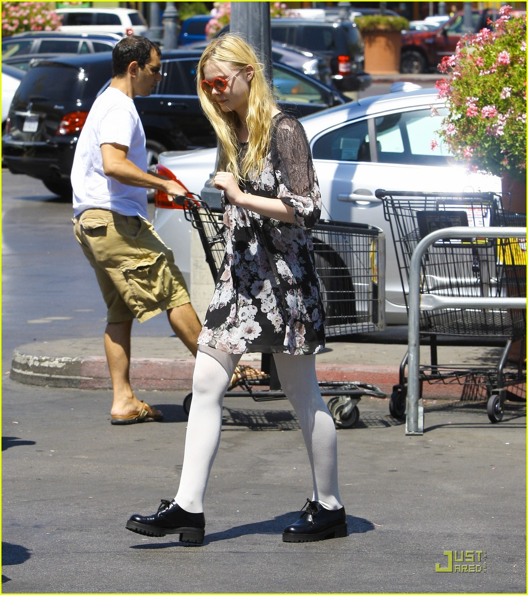 elle fanning red glasses 14