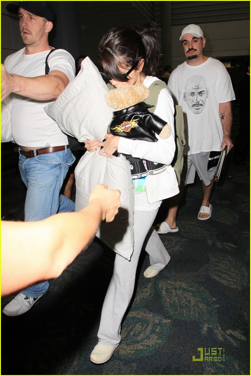 selena gomez airport pillow 03