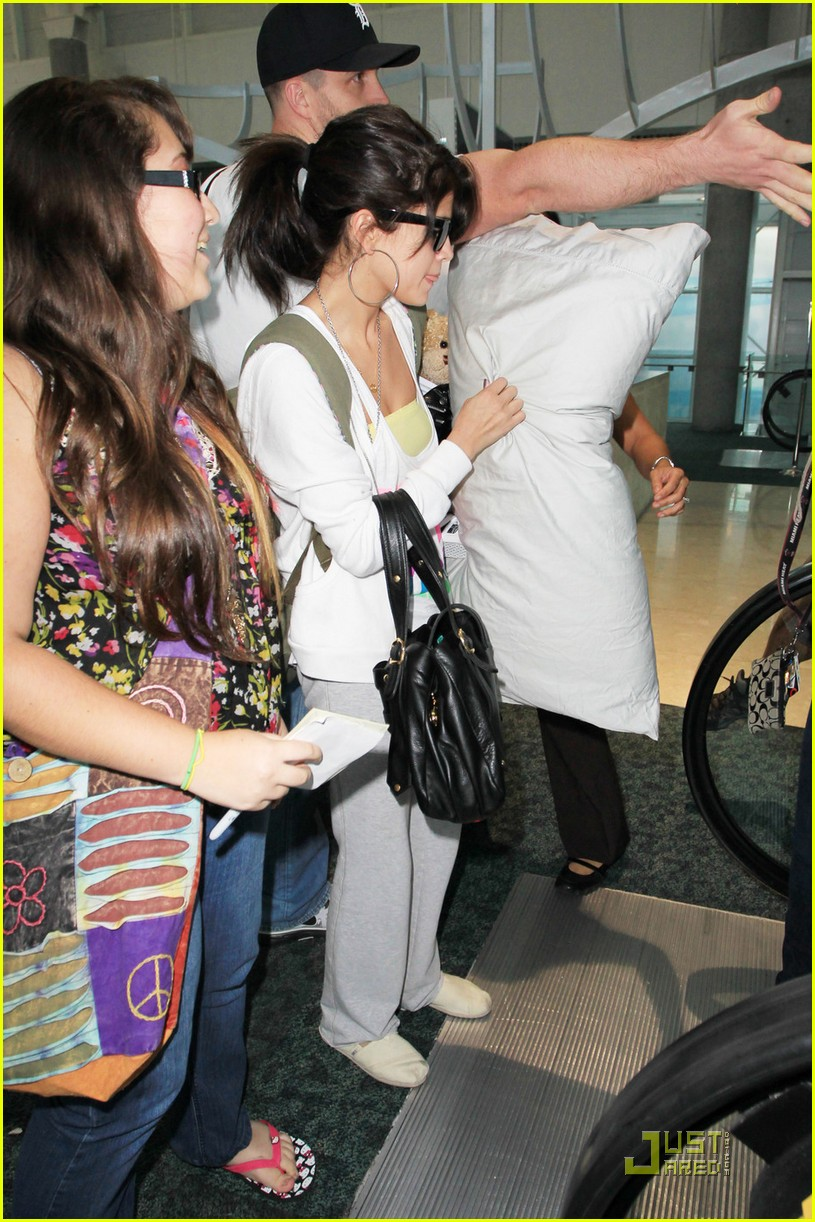 selena gomez airport pillow 05