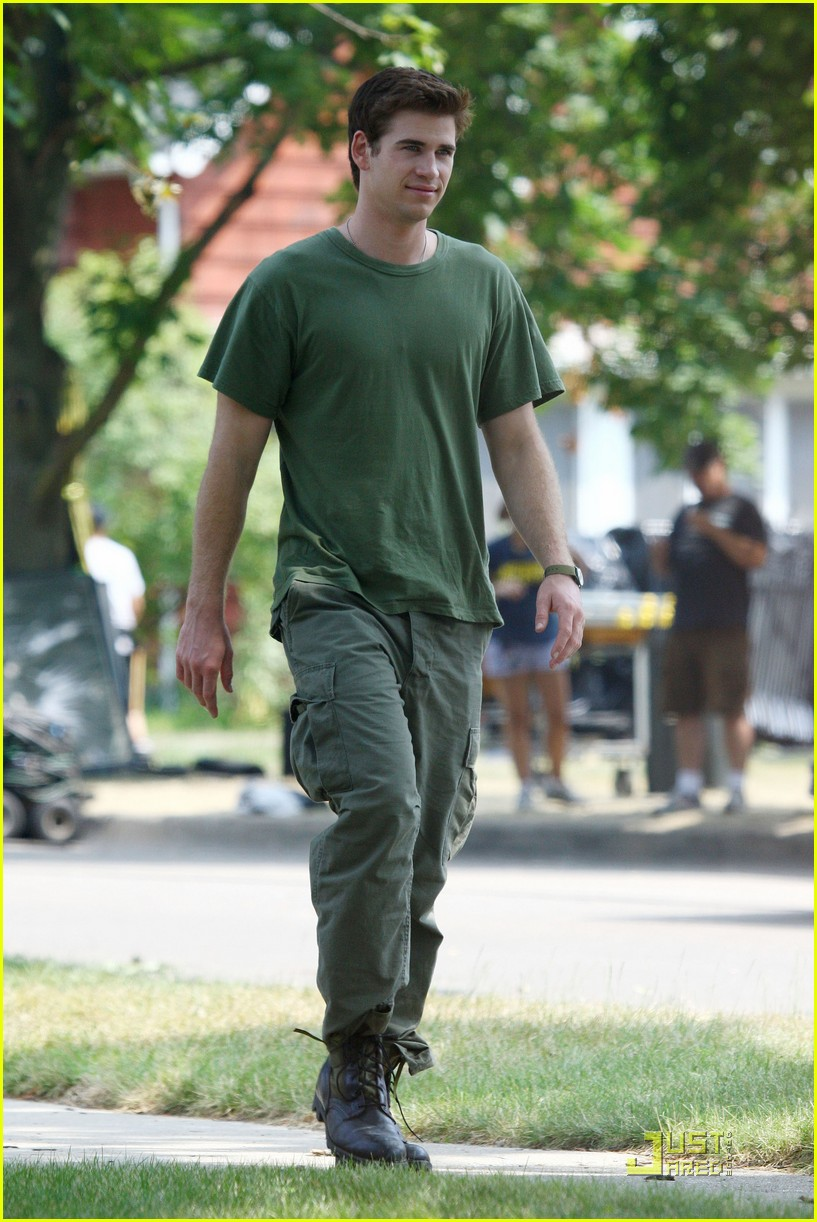 liam hemsworth awol green 11