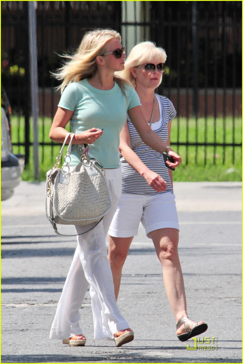 julianne hough jamba juice 07