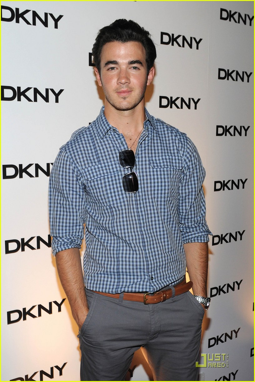 kevin jonas dkny soiree 03