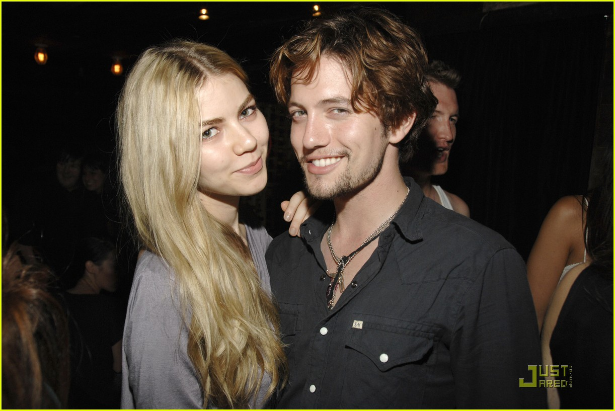 jackson rathbone girlfriend party 02
