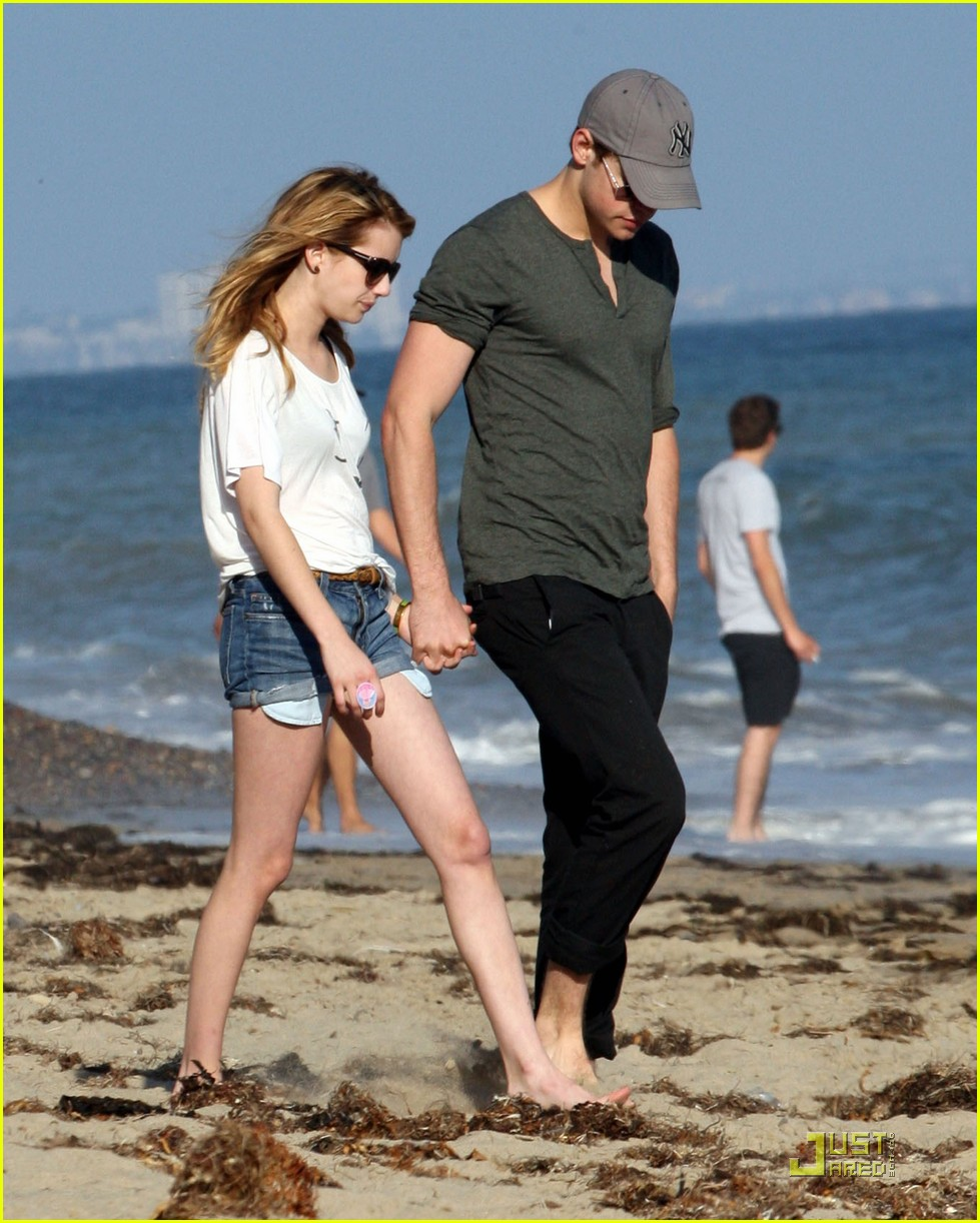 emma roberts chord beach 04