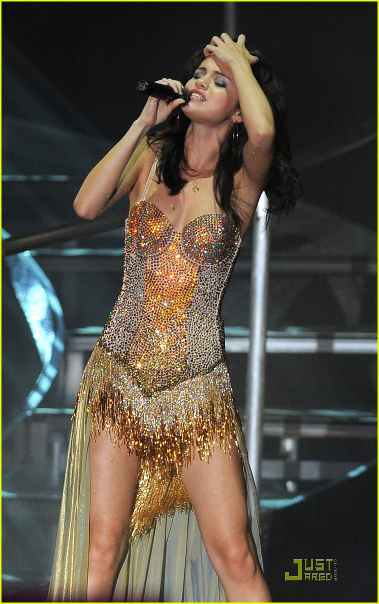 selena gomez opening tour night 34