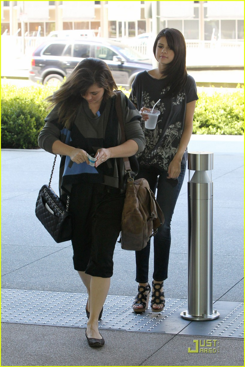 selena gomez mexican meetings 03