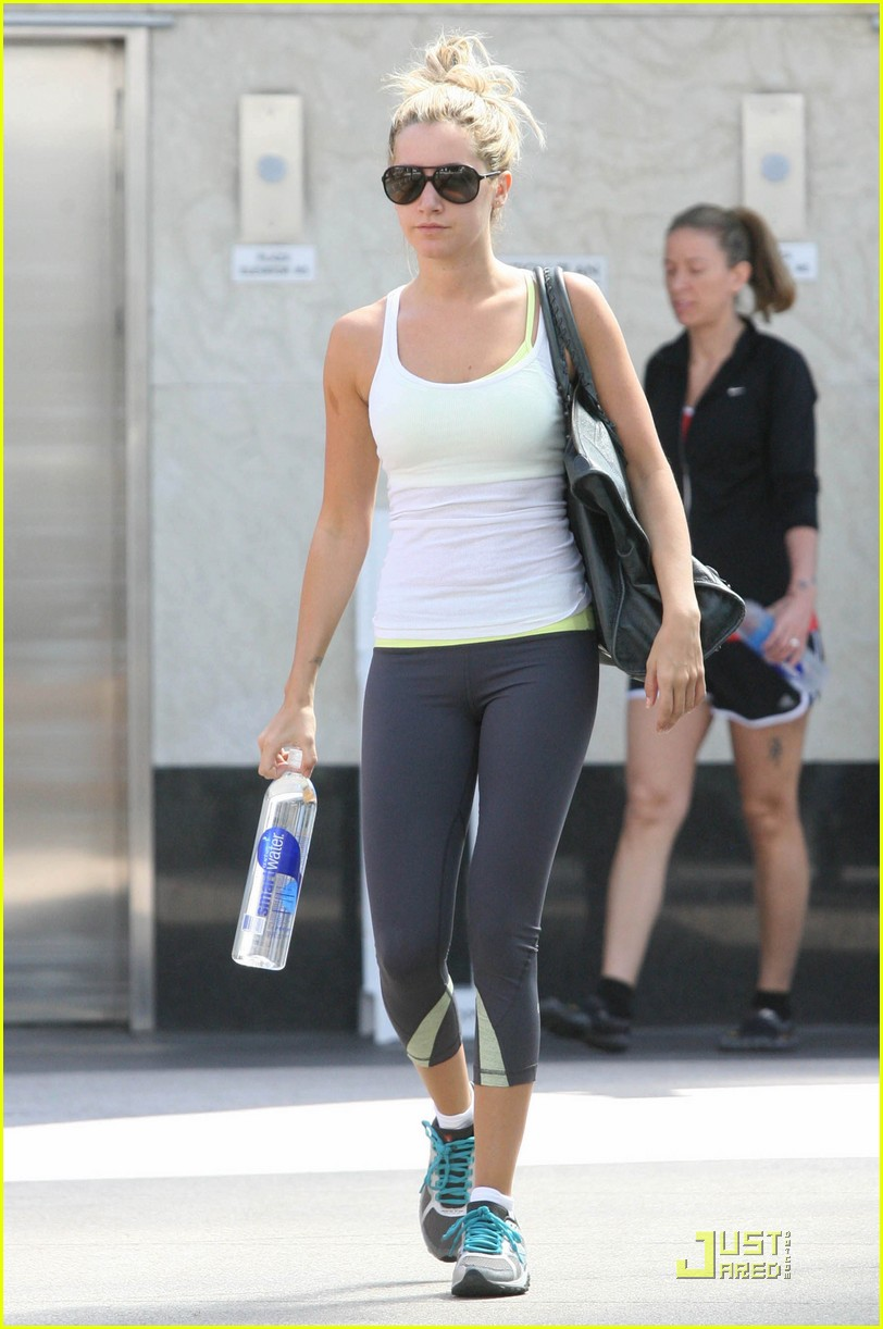 ashley tisdale workout white 01