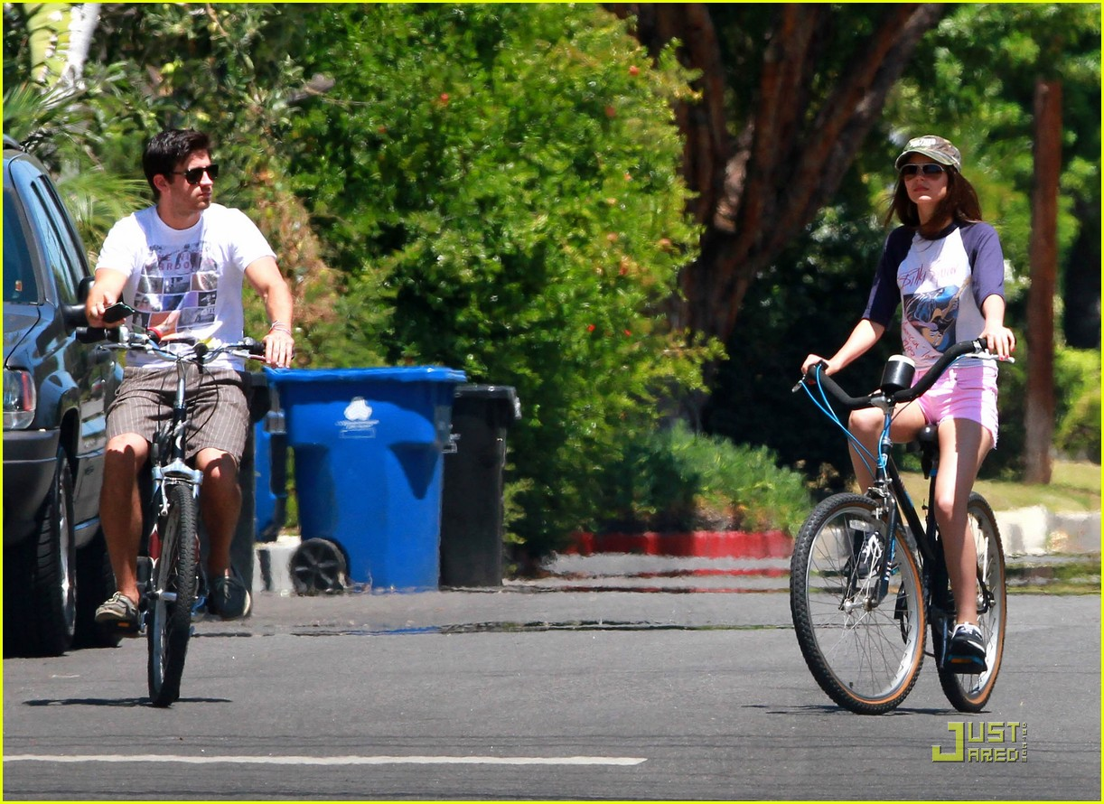 victoria justice ryan rottman cycle 04