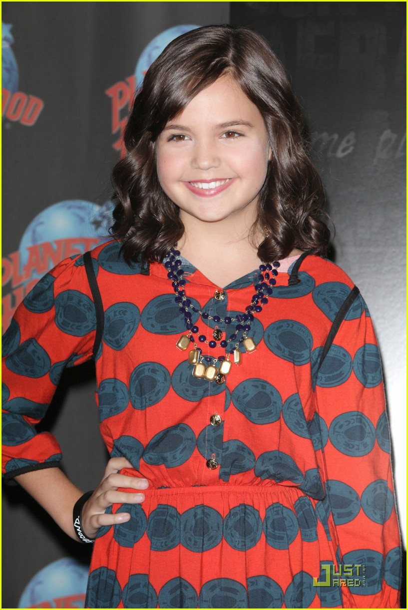 bailee madison afraid dark premiere 08