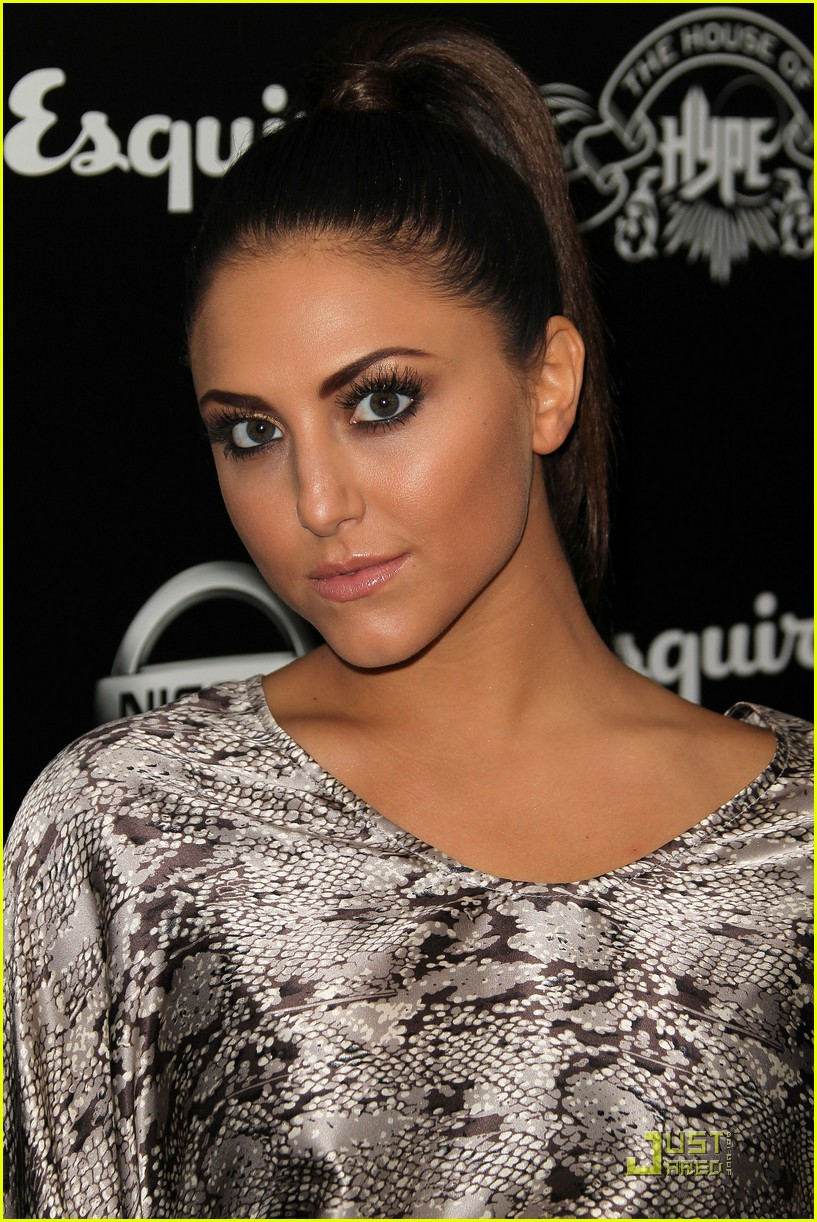 cassie scerbo house hype 03