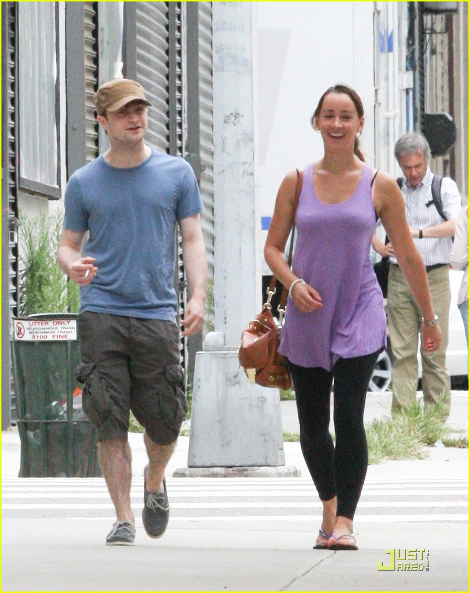 daniel radcliffe girlfriend walk 05