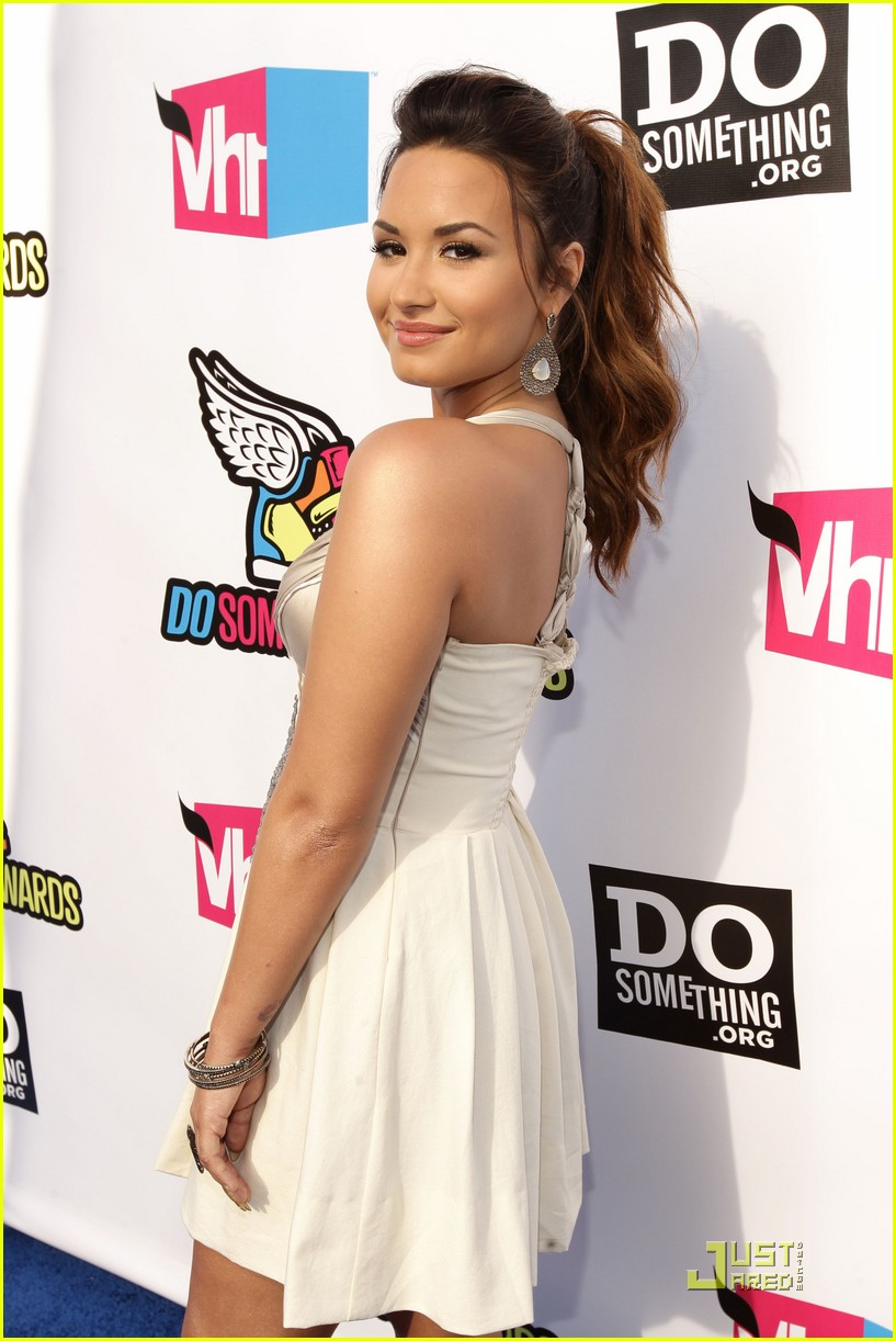 demi lovato do something awards 08