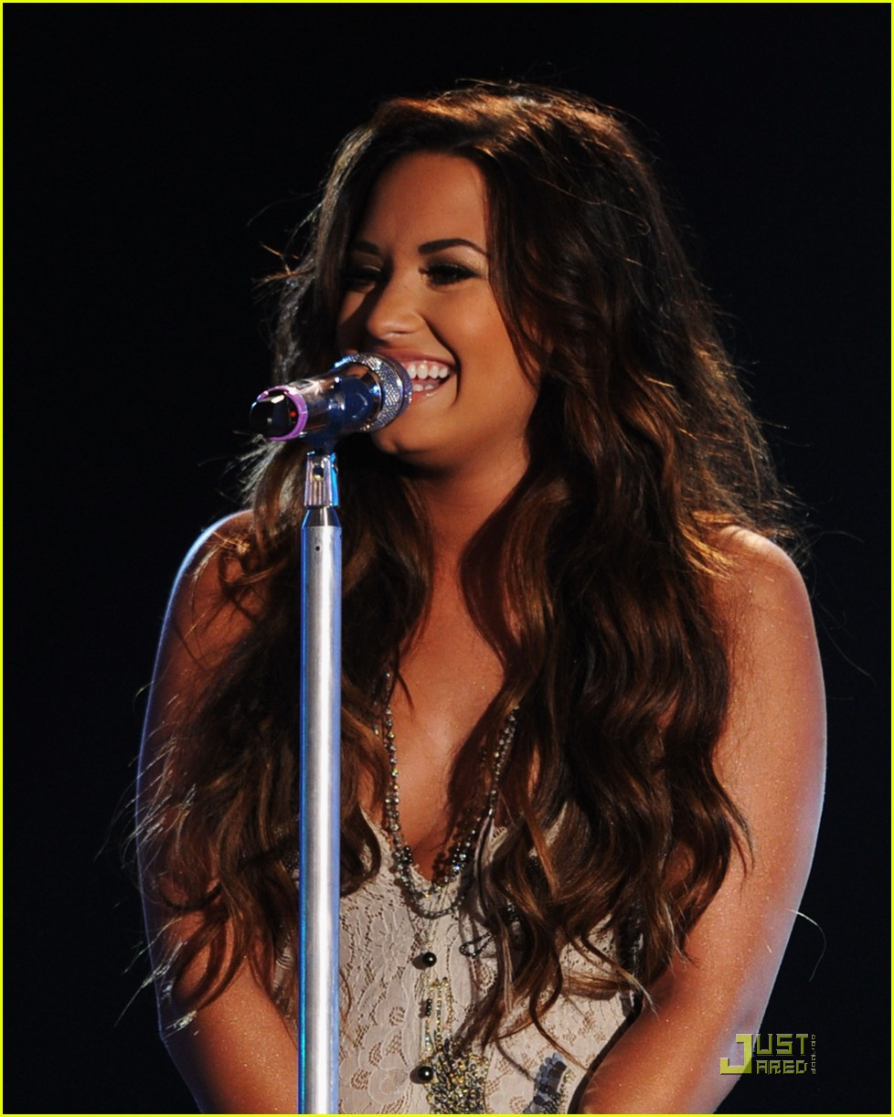 demi lovato do something awards 16