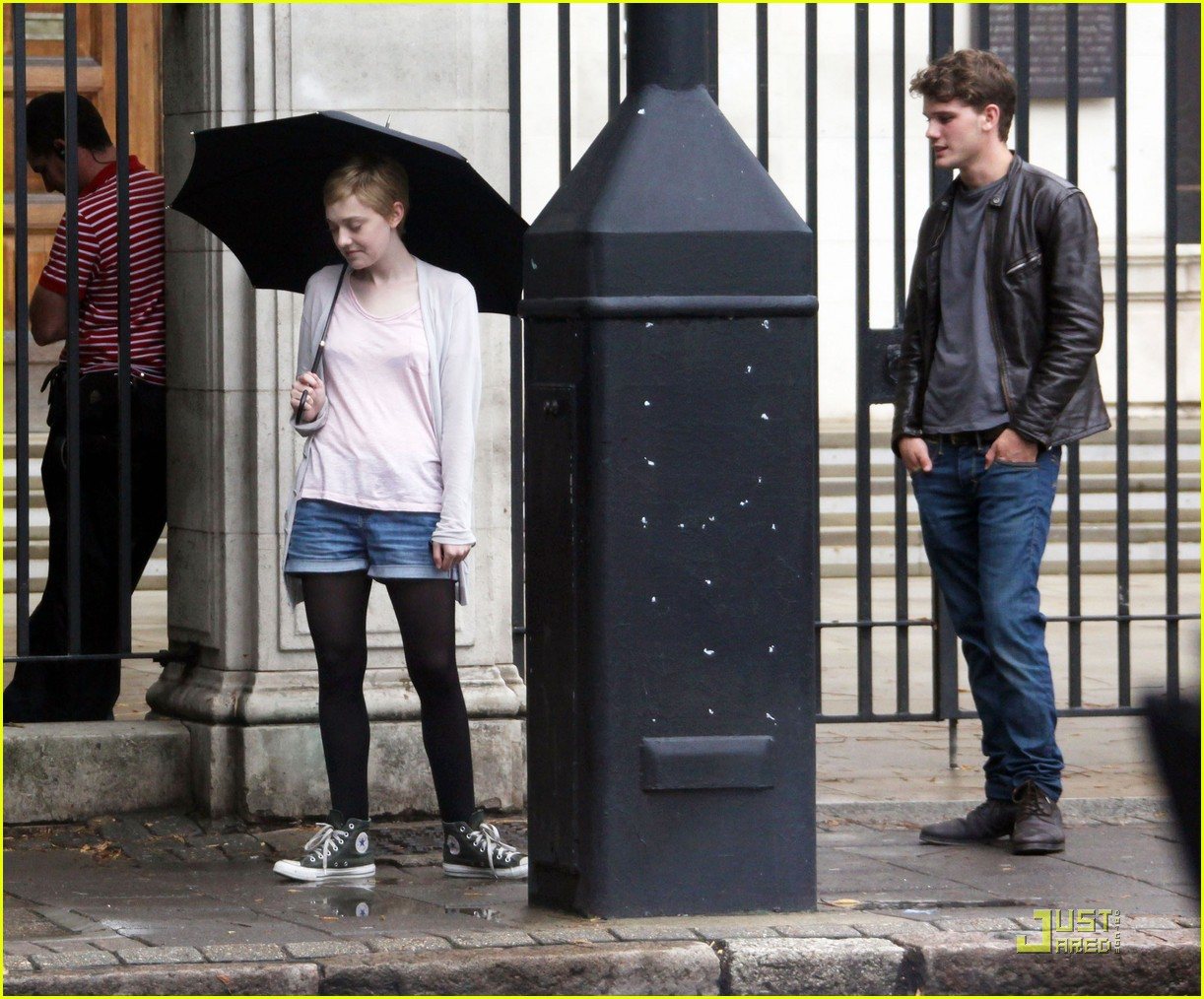 dakota fanning rainy london 01