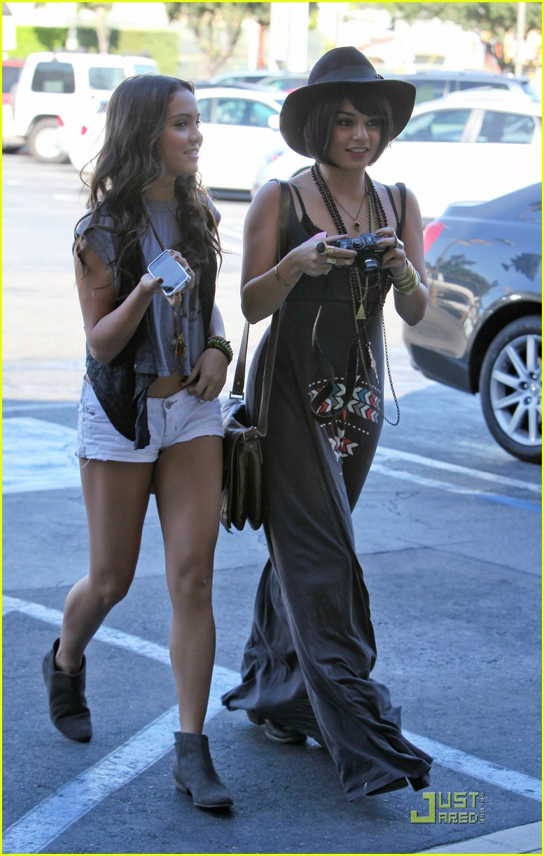 vanessa hudgens stella camera cuties 16