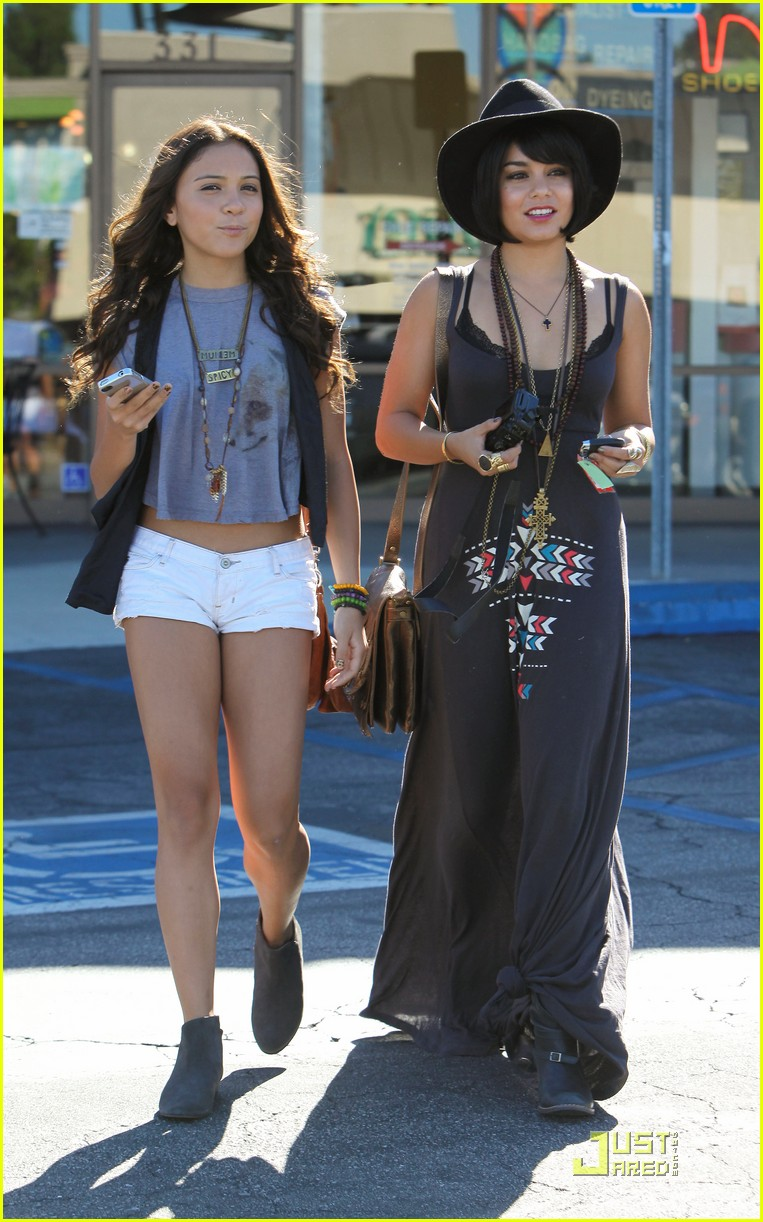 vanessa hudgens stella camera cuties 26